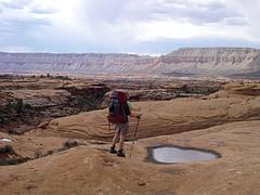 Backpacker belajar dari lingkungan