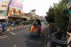 jalan malioboro, pusat perbelanjaan tradisional tertua di Jogja