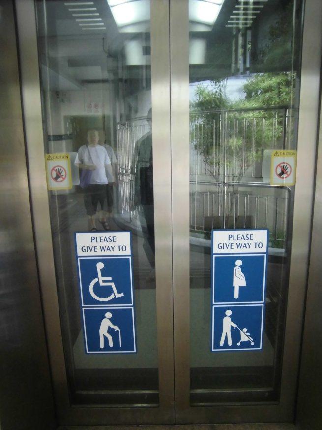 Lift betul-betul diprioritaskan untuk yang lebih memerlukan